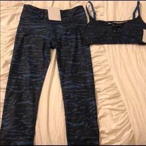 XXS Fabletics Sports Bra and Yoga Pants Outfit